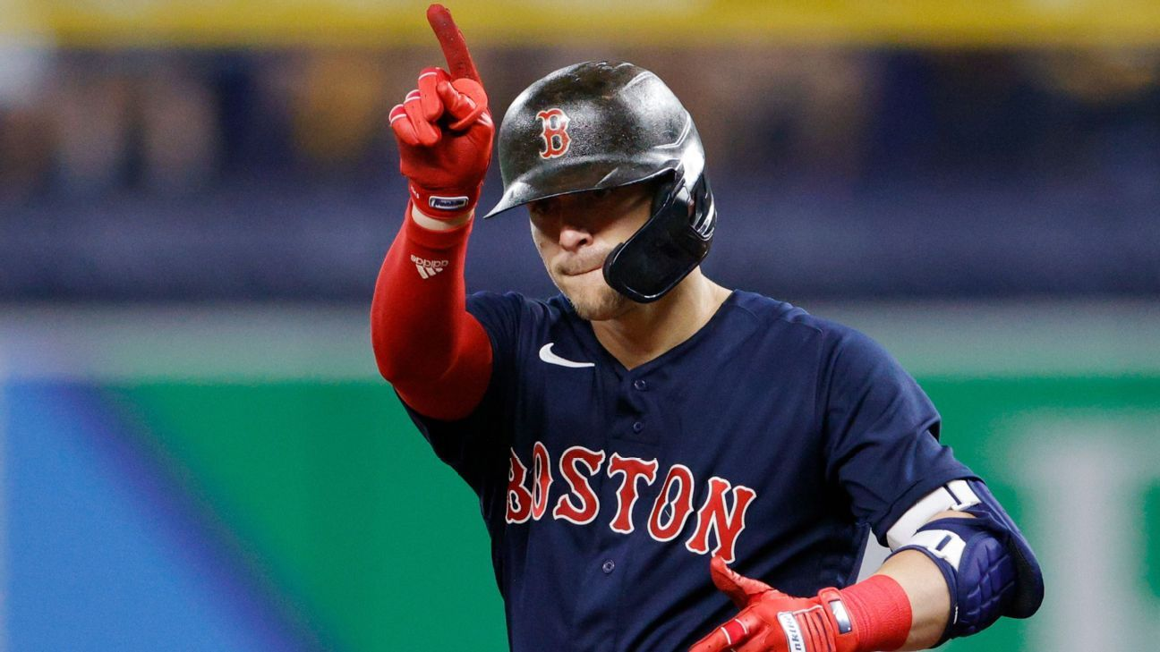 Kike Hernandez's 4 extra-base hits power Boston Red Sox's offensive outburst in Game 2 of ALDS