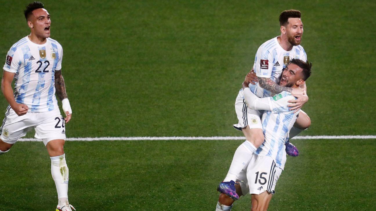 ¿Entre sus goles más extraños? Lionel Messi intentó un pase y terminó en el 1-0 de Argentina ante Uruguay