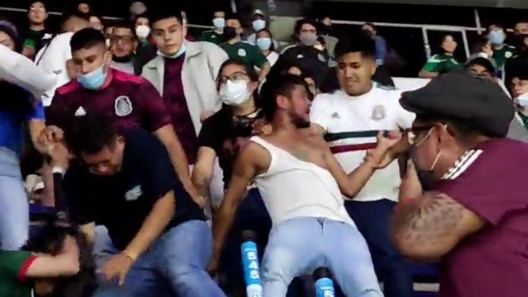 Se registró pelea en las gradas del Azteca al finalizar el México vs. Honduras