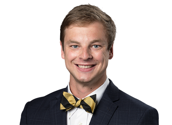 https://a.espncdn.com/i/headshots/college-football/players/full/4047815.png