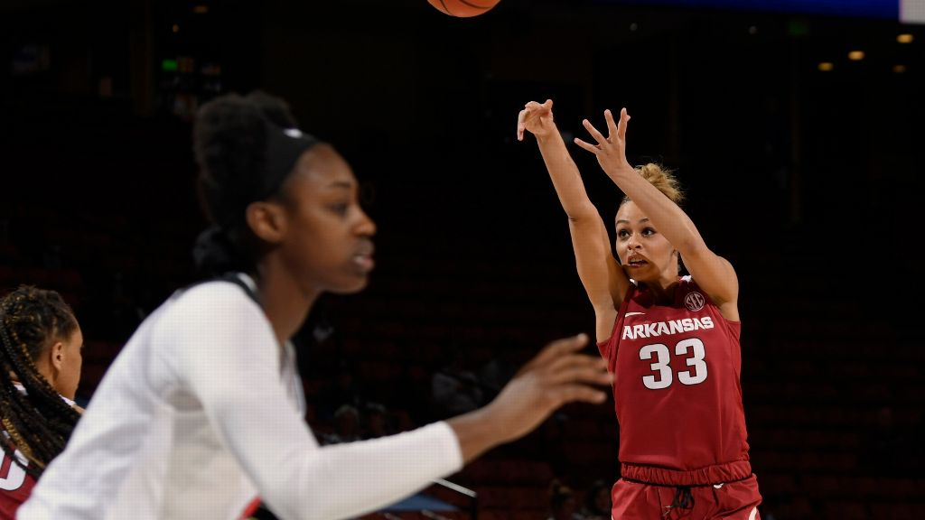 Dungee leads Arkansas to second-round win over UGA