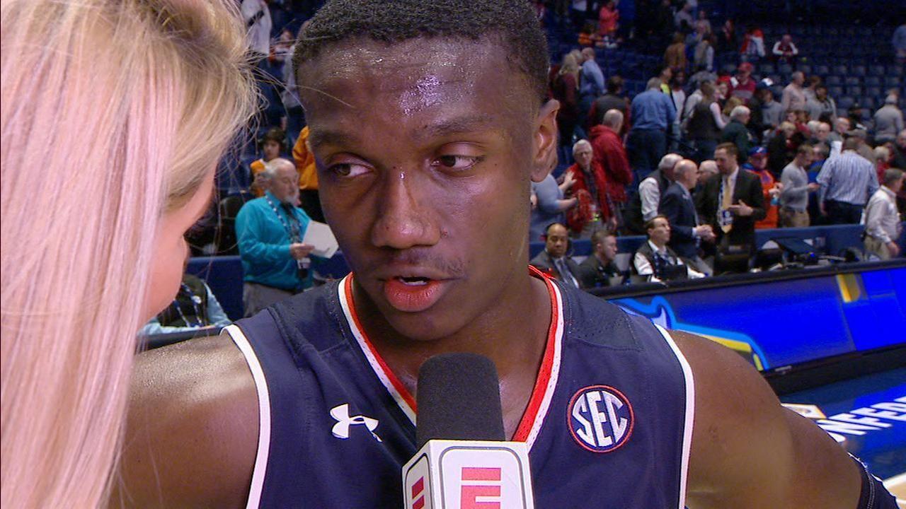 Auburn still perfect in March