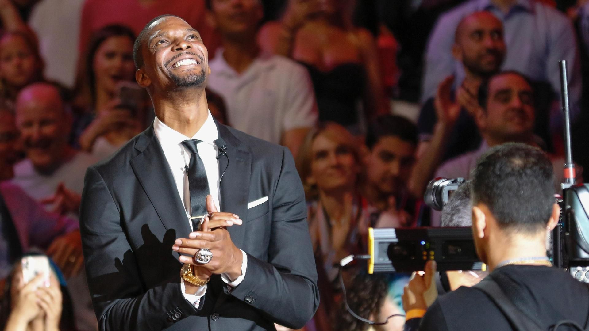 Magic win 6th straight, top Heat 104-99 in East showdown