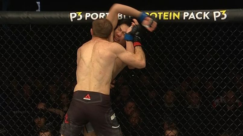 Aliev beats Nakamura by unanimous decision