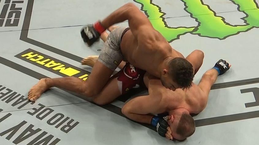 Overeem defeats Oleinik via 1st-round TKO
