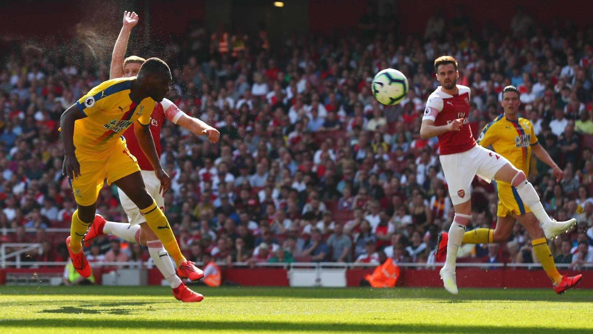Wide-open Benteke puts Palace up at Arsenal