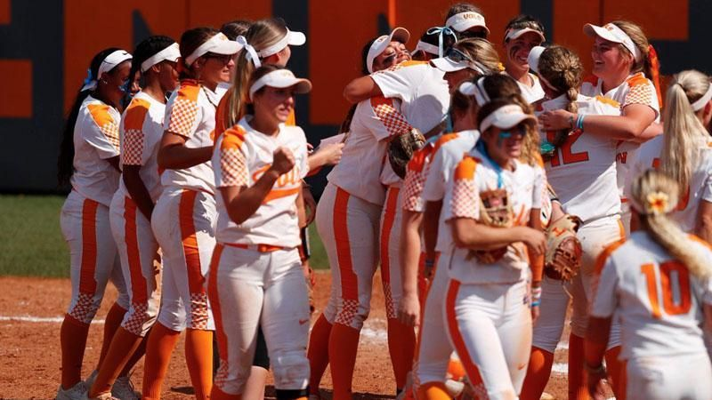 Lady Vols split doubleheader to advance to Supers