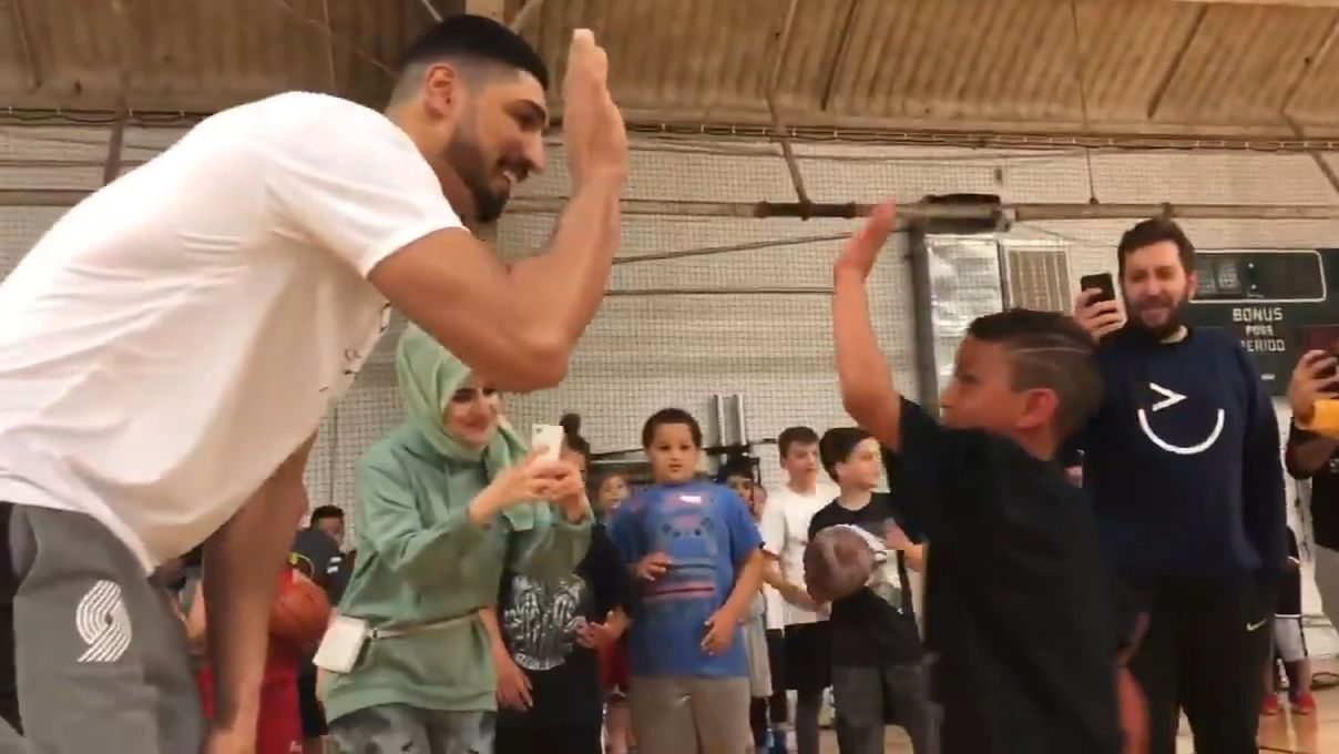 Kanter makes camper cover up Curry jersey