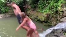 Brady y su hija saltan de un acantilado