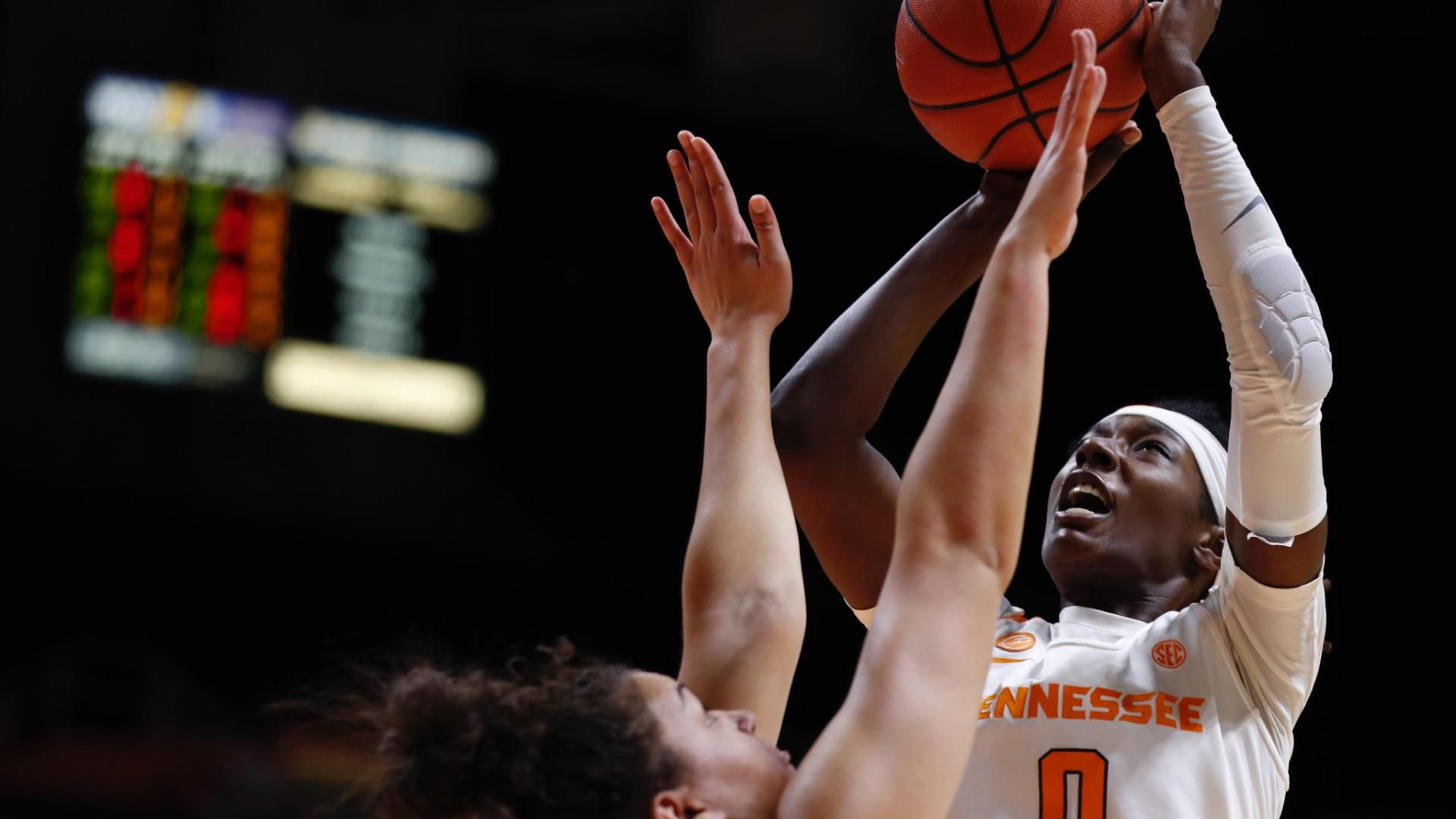 Davis eclipses 1,000 career points for Lady Vols