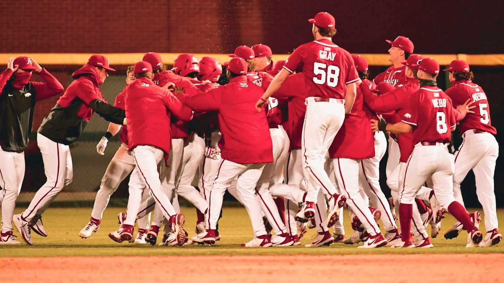 No. 2 Arkansas walk-off hit ends game in 10th inning