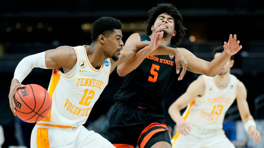 Oregon State builds huge early lead and holds off UT