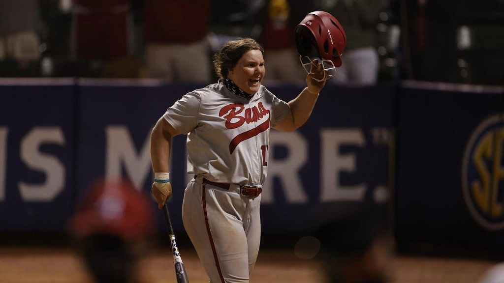 No. 3 Alabama holds off 7-seed Tennessee to advance