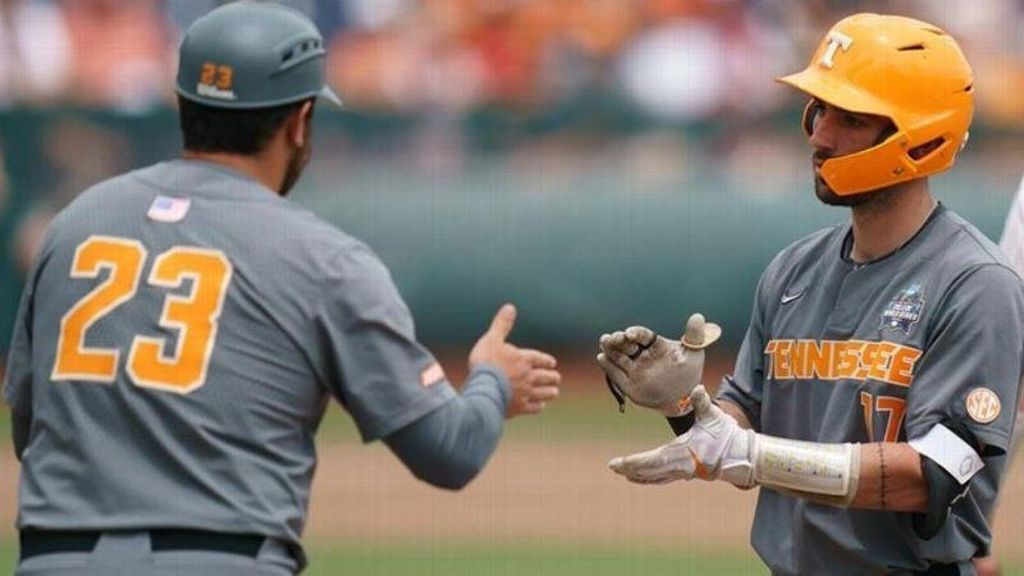 Loss to Longhorns eliminates Tennessee from CWS