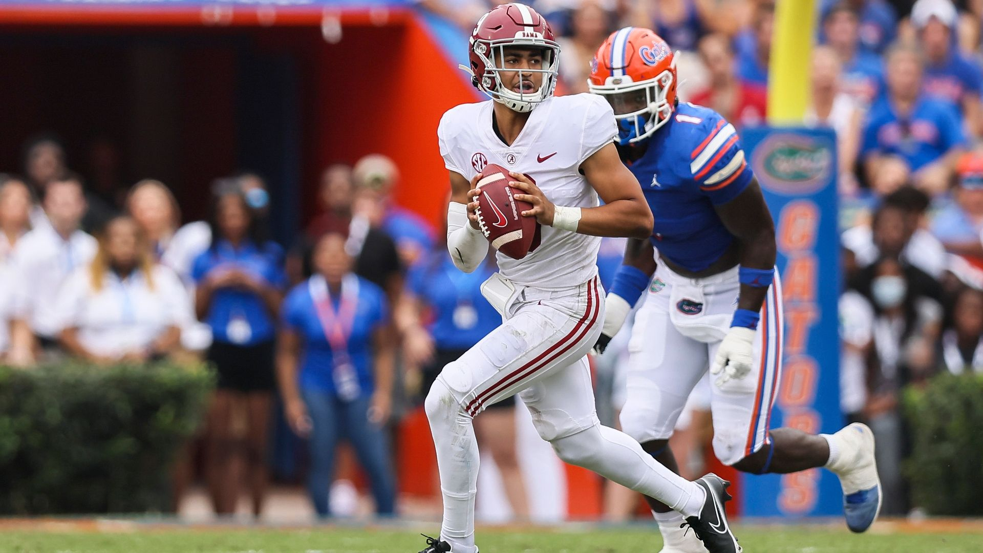 Young's early TDs enough to hold off UF in The Swamp