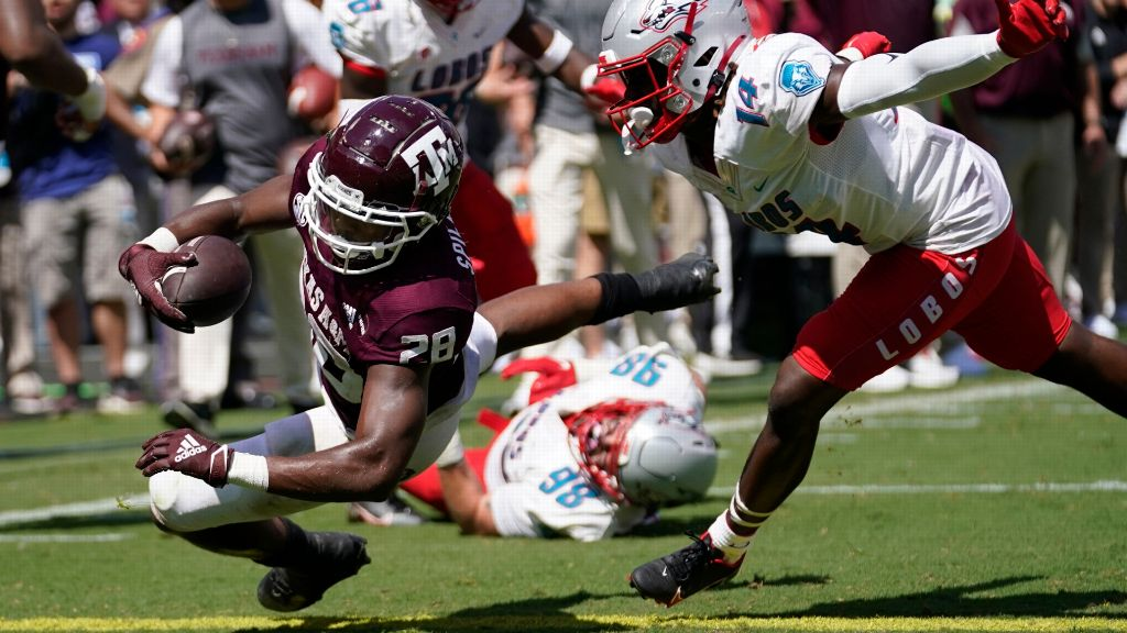 No. 7 Aggies run past outmanned New Mexico