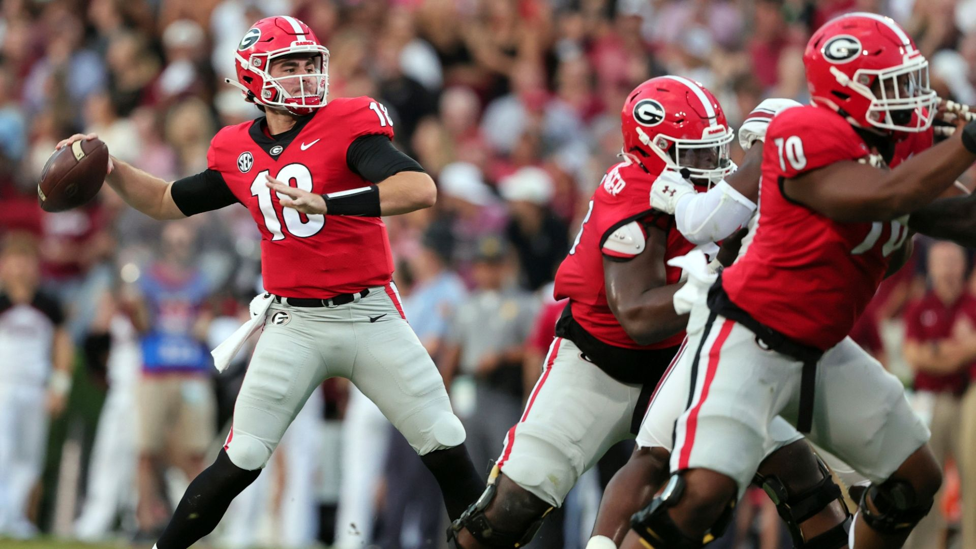 No. 2 UGA remains undefeated with rout of Gamecocks