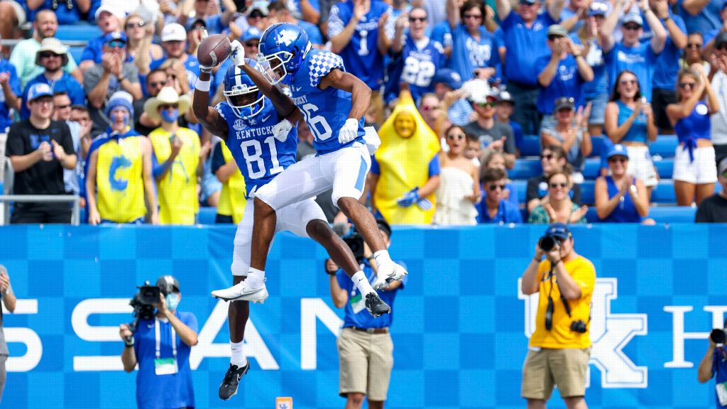 Kentucky holds off feisty Chattanooga