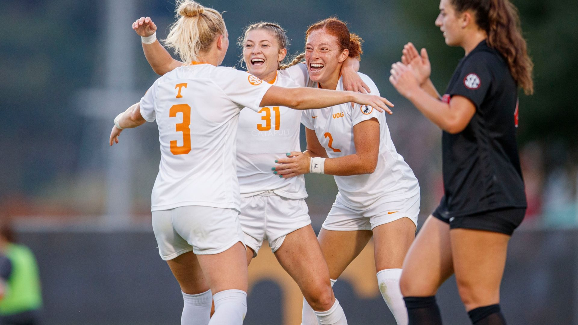 Strong offensive front leads Lady Vols to victory