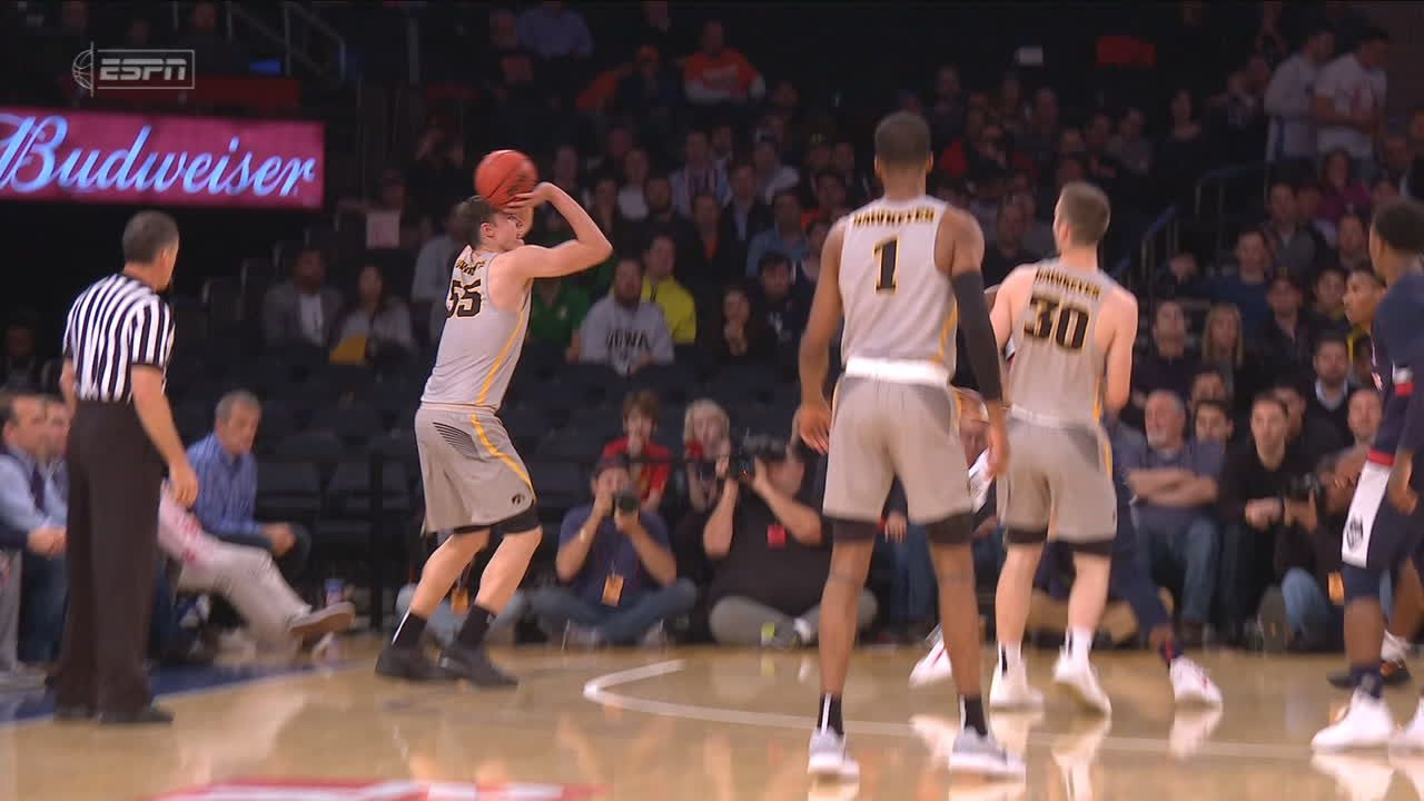 Iowa's hustle for loose ball leads to 2nd-chance points