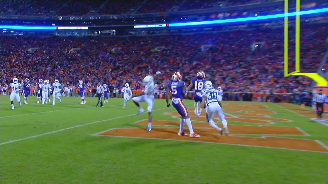 Lawrence connects with Chase for 10-yard TD pass