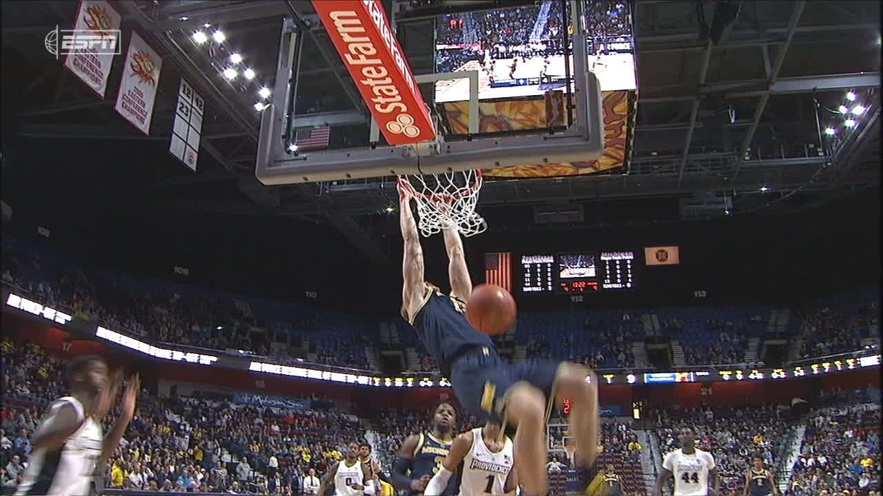 Michigan's Brazdeikis throws down transition dunk