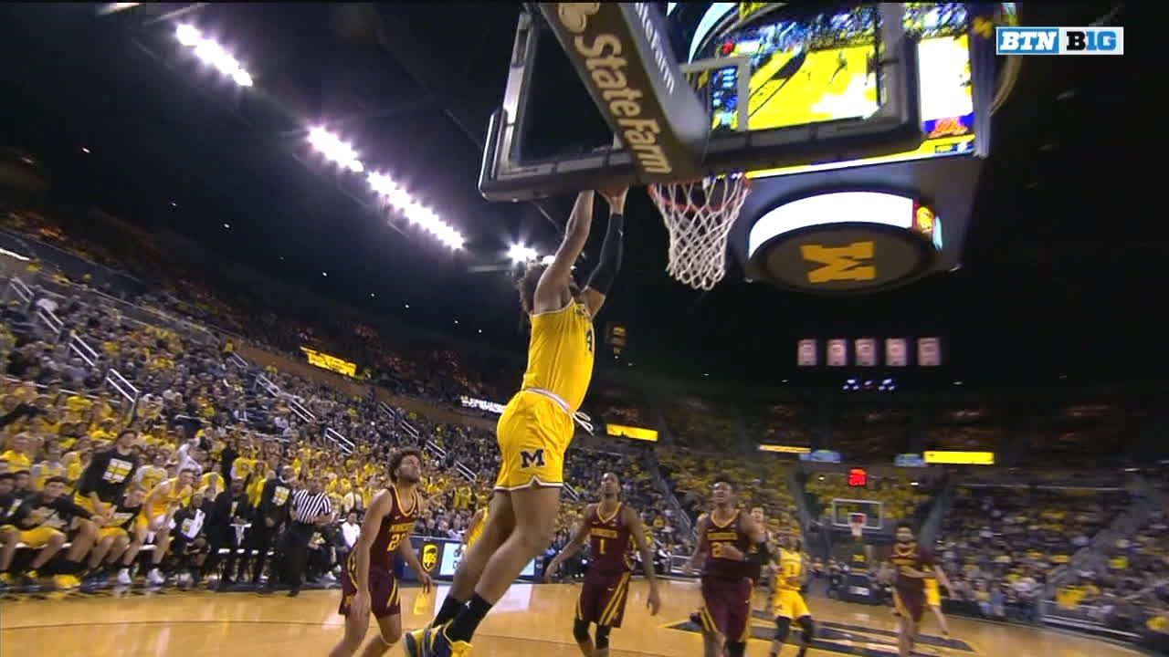 Livers throws dunk down to get home crowd hyped