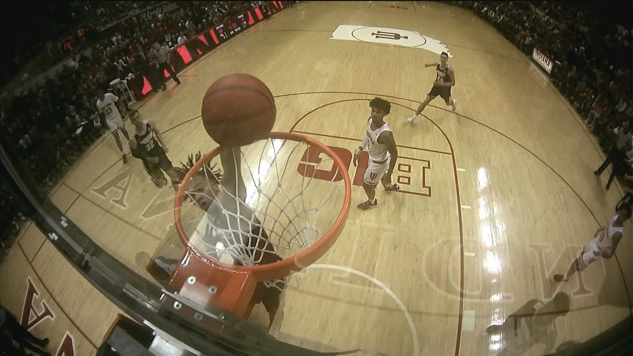 Edwards clanks dunk attempt