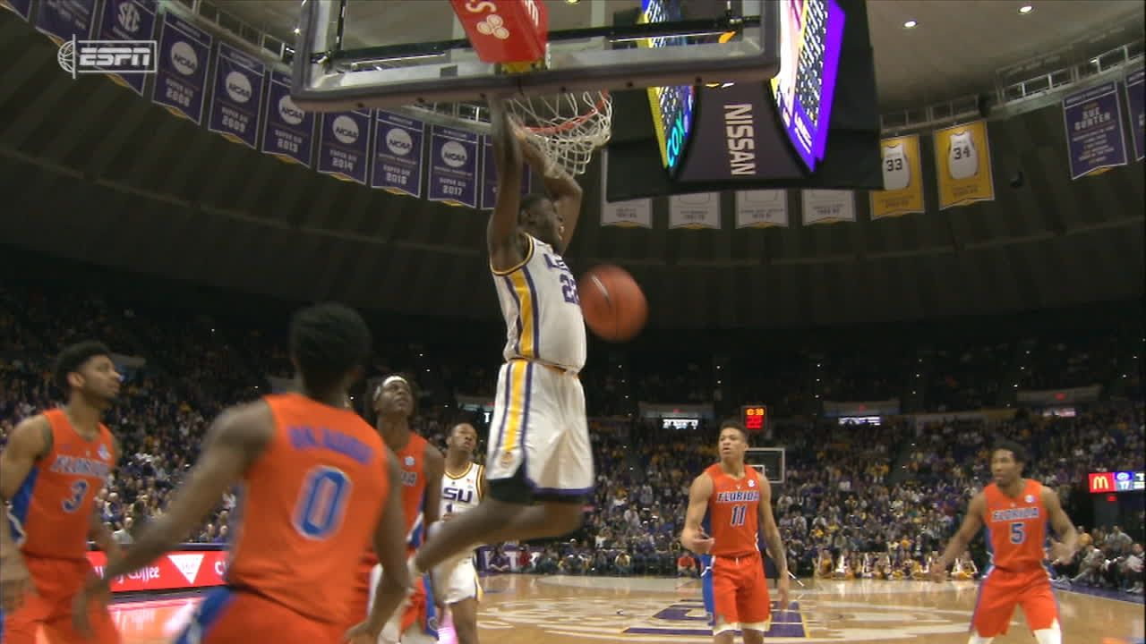 Days hits second of back-to-back dunks