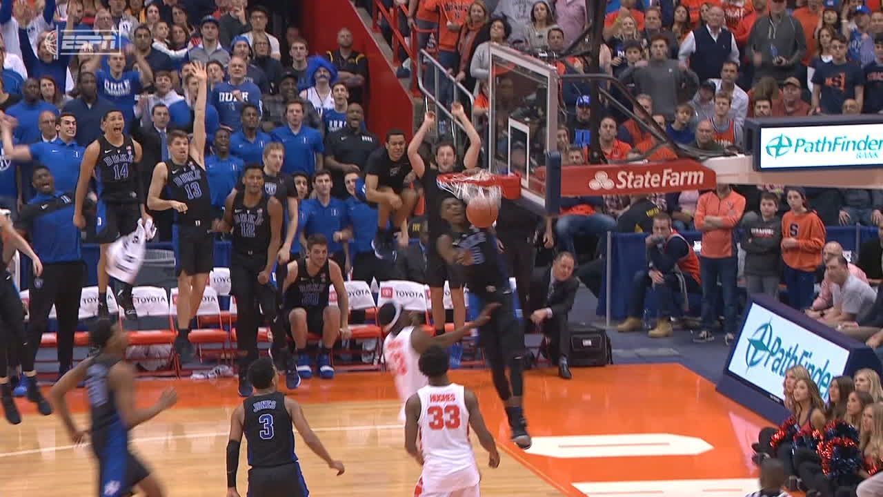 Duke's back-to-back dunks extend lead