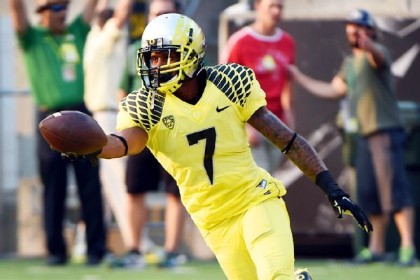 Former Oregon WR Lowe stops armed student