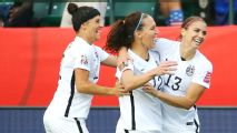 United States beat 10-player Colombia 2-0 to advance to quarterfinals