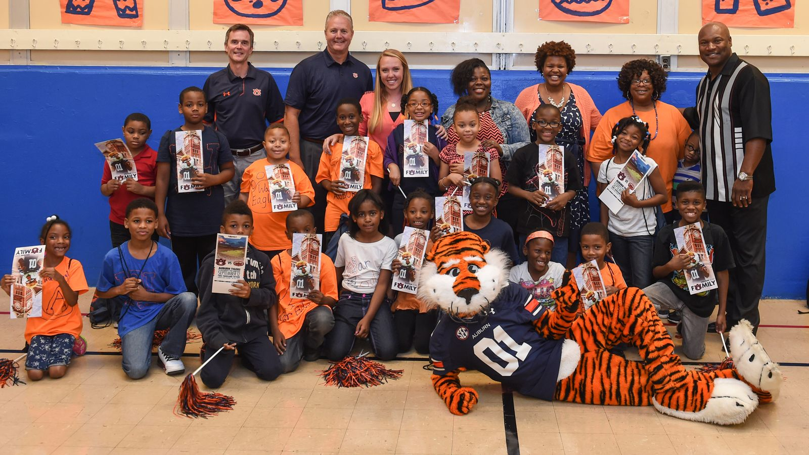 Auburn embraces Chicago elementary school