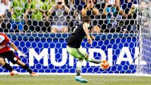 Seattle scores two late goals in shock win, Arroyo solo effort paces America