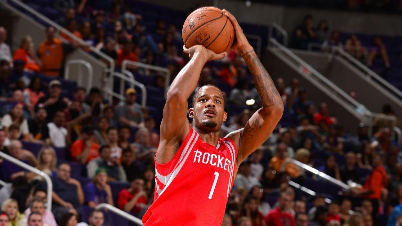 Rockets' Trevor Ariza waits outside locker room to ...