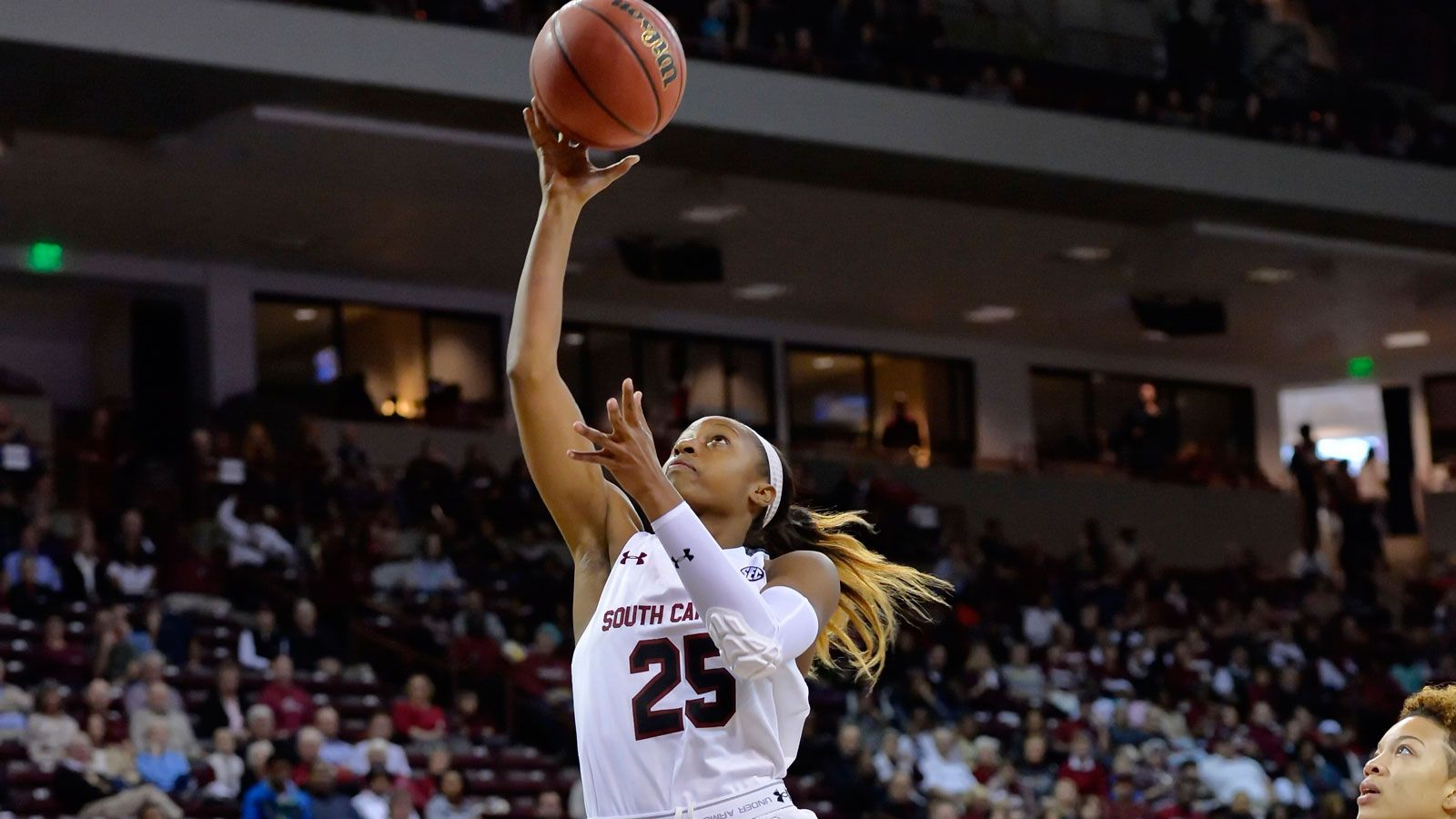 Mitchell Leads No 2 South Carolina To 67 41 Win
