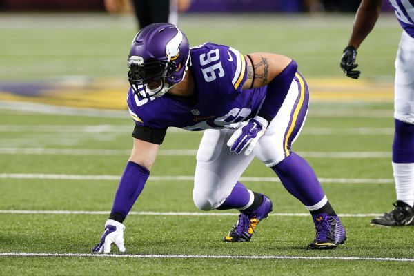Robison retires after signing 1-day Vikes deal