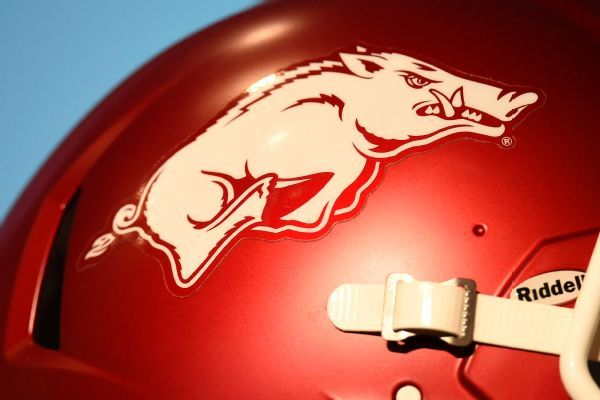 Arkansas suspends 2 DBs for socializing pregame with Mississippi State spirit squad