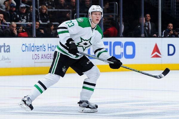 Stars sign Lindell to six-year, $34.8M extension