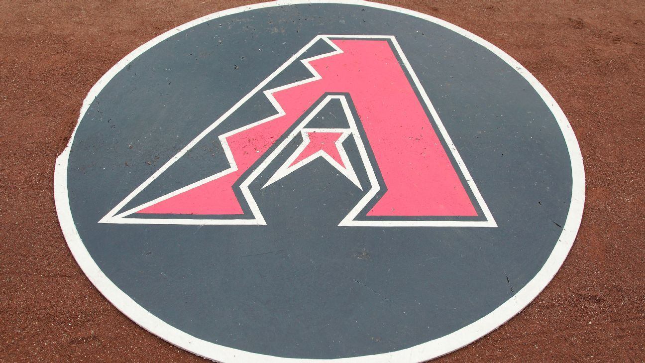 Diamondbacks 1B Walker hampered by hip pointer