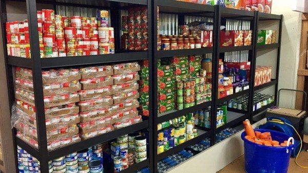Auburn student-athletes donate to student food pantry