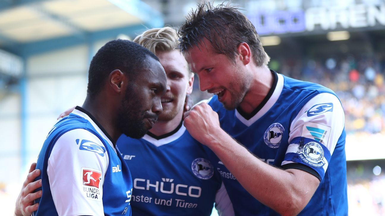 Coach at 2.Bundesliga strugglers Arminia Bielefeld gives rousing speech