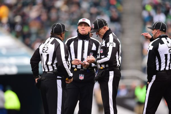 Refs void flag on Vikings' apparent illegal block, reversing key call