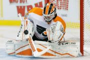Flyers bring back goalie Elliott on 1-year deal