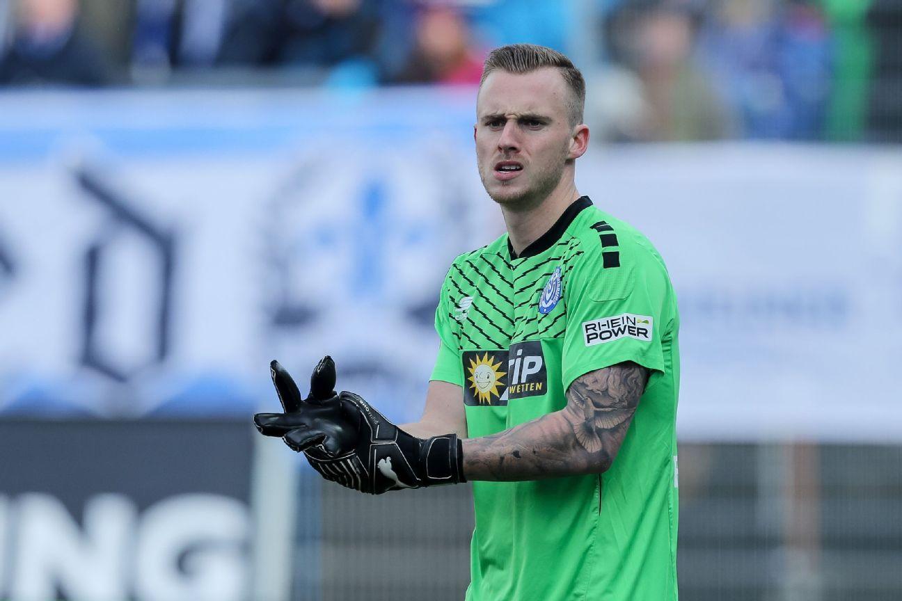 Portero del Duisburgo protagoniza ridículo error en gol rival