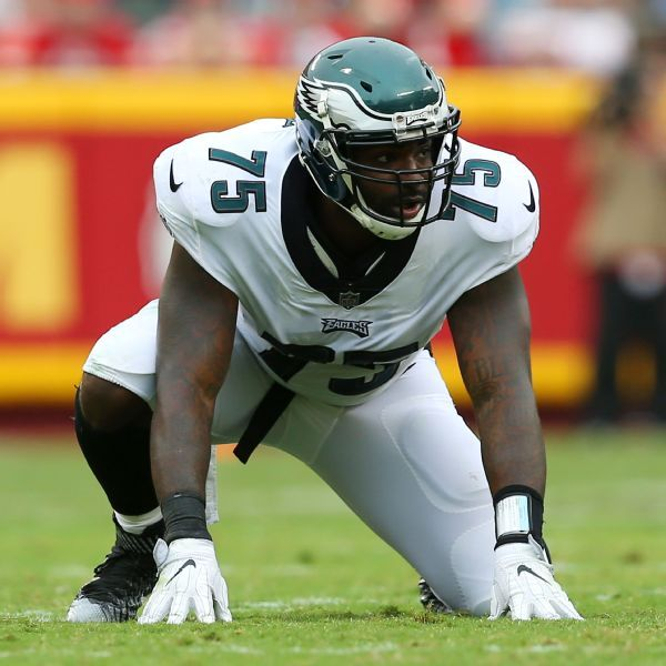 Source: Eagles close to bringing back DE Curry