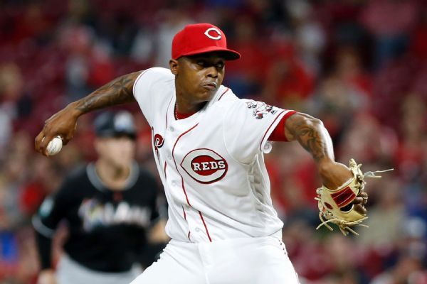 Reds keep closer Raisel Iglesias with 3-year contract