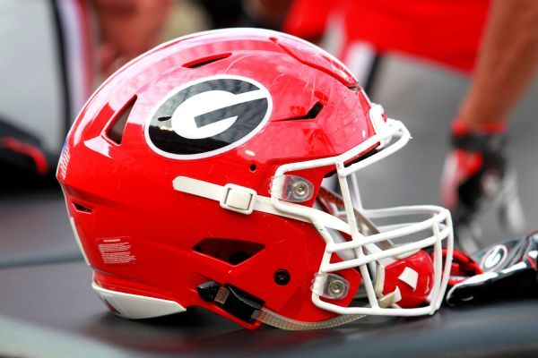 ESPN 300 D tackle Carter commits to Georgia