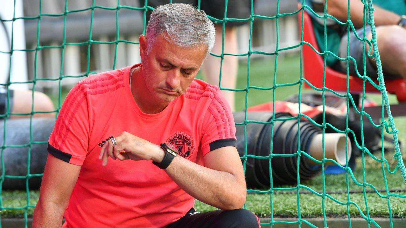 Técnico do Manchester United, Mourinho reclama da falta de reforços: 'Se não melhorarmos o elenco, será um ano difícil'