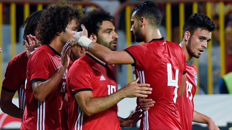 Salah perde pênaltis, mas marca dois em goleada do Egito na eliminatória da CAN